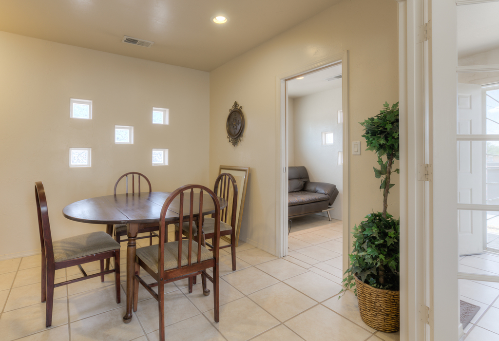 1216 5th Street NW Albuquerque, NM 87102